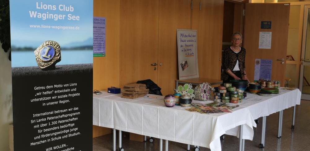 Manufairstand auf dem Büchermarkt des Partnerclubs Traunstein